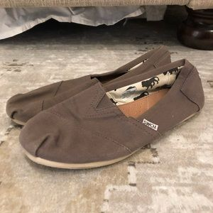 Gray canvas Toms